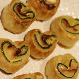 Courgettehartjes met bacon en geitenkaas