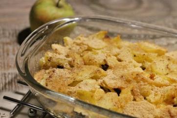 Ovenschotel met aardappelen, gehakt en appel