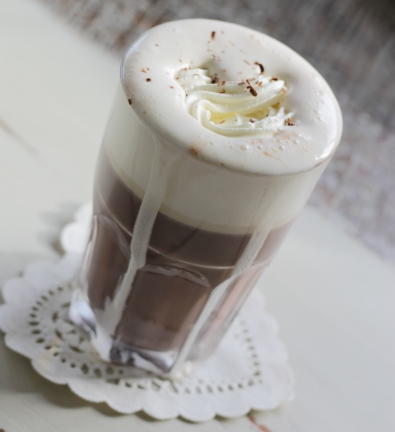 Warme chocolademelk met hazelnootlikeur
