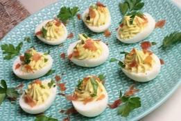 Gevulde eieren met avocado en Serranoham