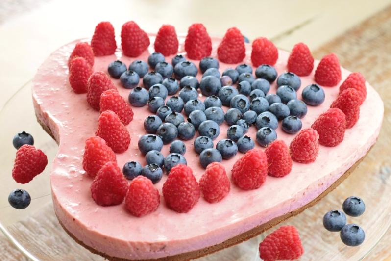 Blauwe bessen-frambozen yoghurttaart