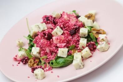Couscous salade met geitenkaas, rode bieten en appel