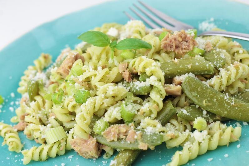 Pasta Pesto met sugarsnaps & tonijn