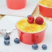 Griesmeel-Crème Brûlée met frambozen & blauwe bessen